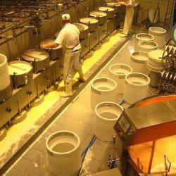Parmigiano_reggiano_factory